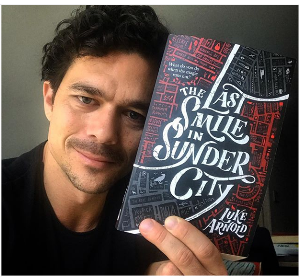 selfiewith-book